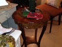 antique-round-table