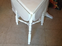 drop-leaf-white-table