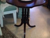 mahog-vintage-table