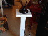 pedestal-and-lamp