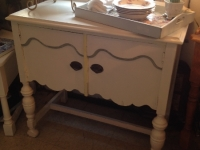 shabby-chic-little-sideboard