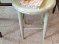vintage-shabby-stool