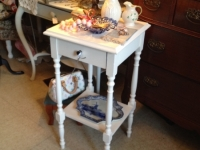 white-spindle-leg-table
