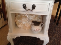white-table-with-drawer