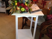 white-table-with-taupe-top